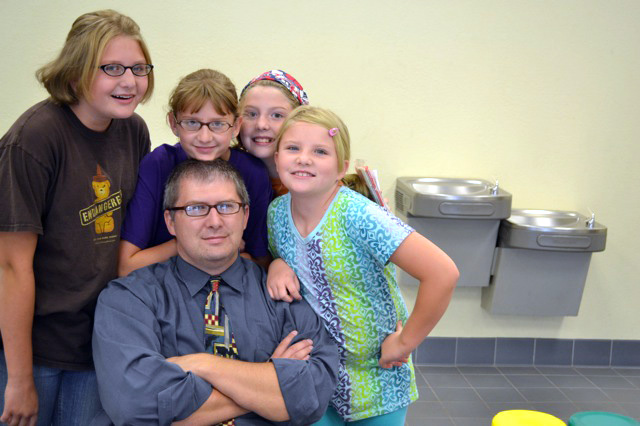 Craig with Girls at Meet the Teacher